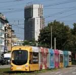 Mannheim/2275/eine-vollbeklebte-strassenbahn-in-mannheim-an Eine vollbeklebte Strassenbahn in Mannheim an der Haltestelle Rosengarten vor dem Collini Center, ein moderner Hochbau.